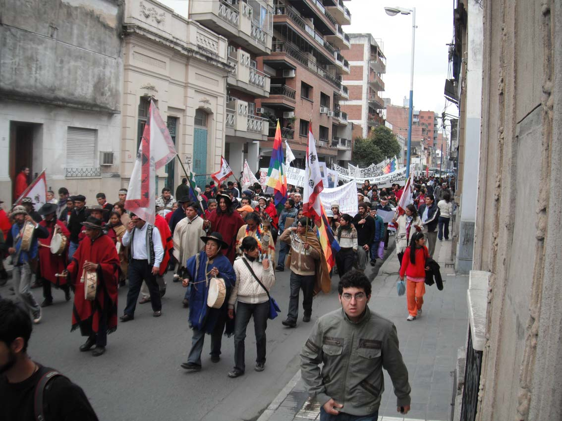 marchaindigenaentucuman010611.jpg