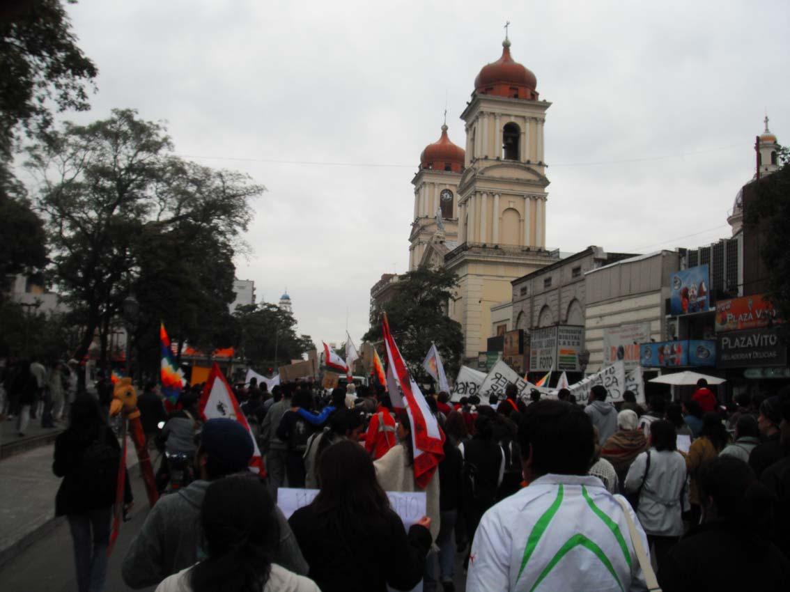 marchaindigenaentucumanplaza010611.jpg